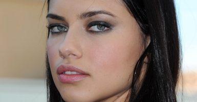 Adriana Lima el Angel de Victoria's Secret Mejor Pagado 1