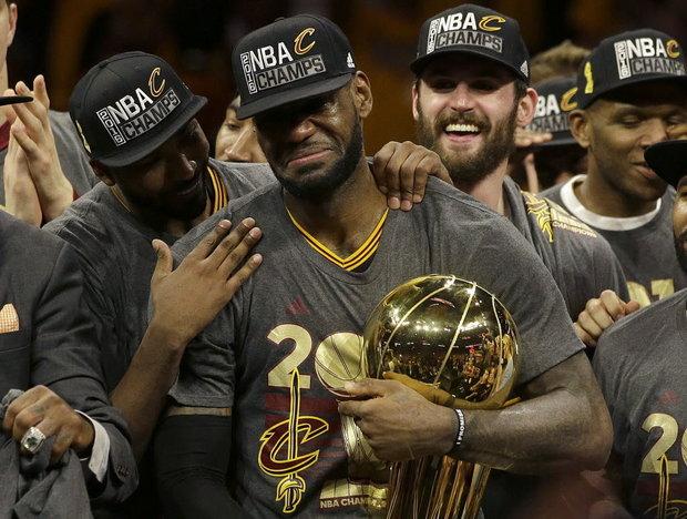 LeBron James, el jugador mejor pago en la historia de la NBA