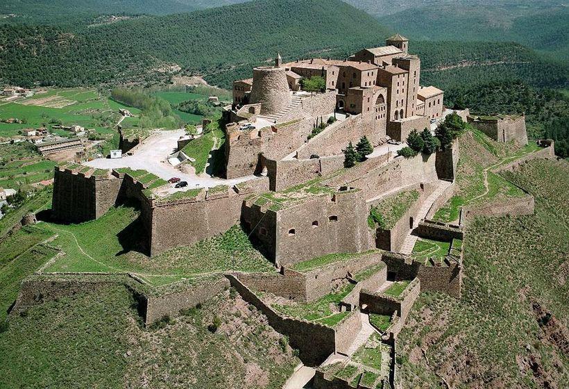 Los Castillos más lujosos de Europa - Parador de Cardona