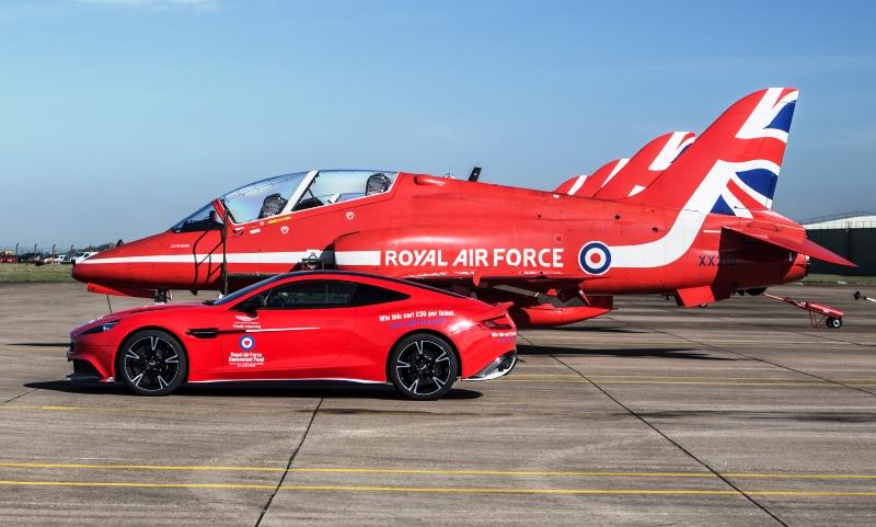 Dos nuevos autos que solo tienen los más ricos - Aston Martin Vanquish S Red Arrows