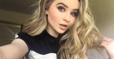 Sabrina Carpenter en la cima